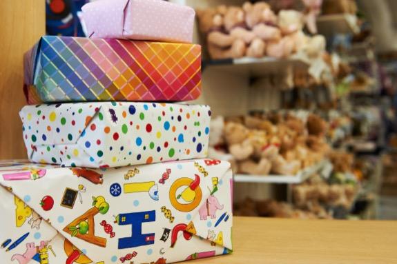 Hartfelder Marken- und Qualitaetsspielzeug Service-Leistungen Einpackservice