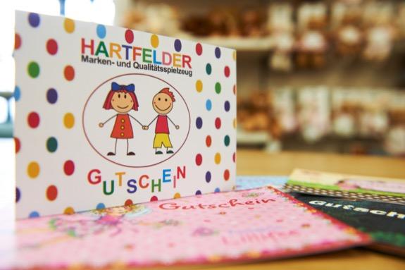 Hartfelder Marken- und Qualitaetsspielzeug Service-Leistungen Geschenkgutscheine